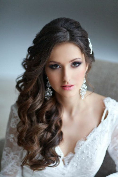 101 Chic Side Swept Hairstyles To Help You Look Younger With Regard To Curls Clipped To The Side Bridal Hairstyles (View 7 of 25)
