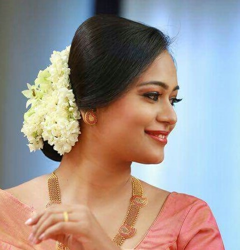 12 Popular South Indian Bridal Hairstyles Inside Sides Parted Wedding Hairstyles (View 16 of 25)