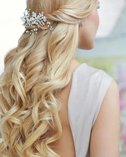 15 Latest Half Up Half Down Wedding Hairstyles For Trendy Brides In Veiled Bump Bridal Hairstyles With Waves (View 17 of 25)