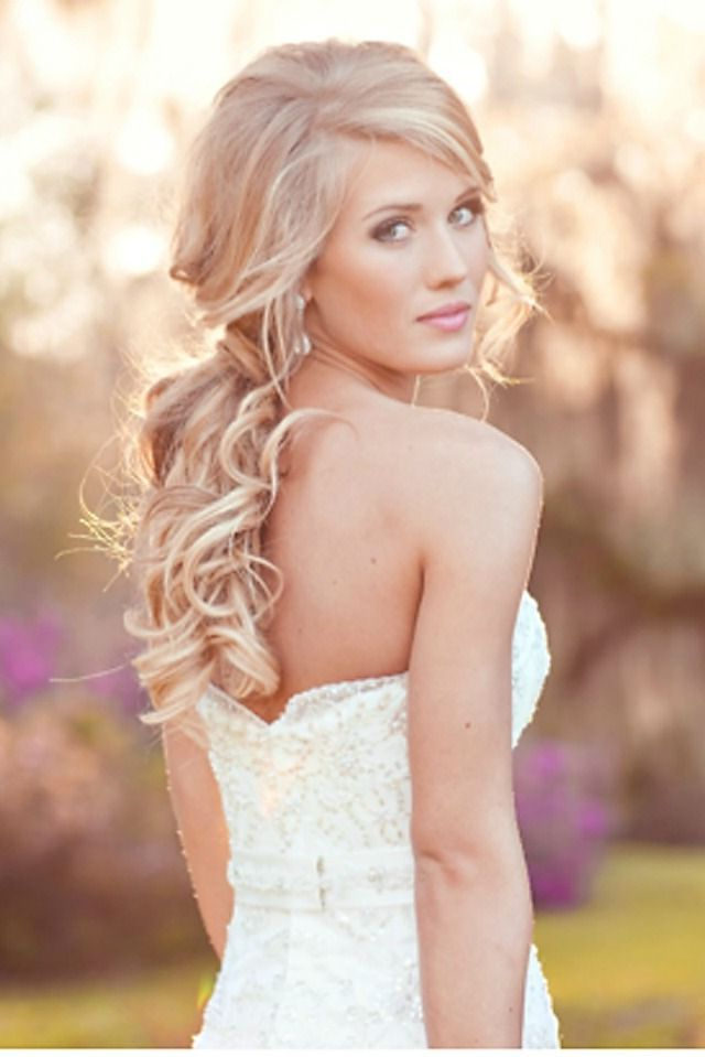 16 Overwhelming Half Up Half Down Wedding Hairstyles – Pretty Designs With Blonde Half Up Bridal Hairstyles With Veil (View 5 of 25)