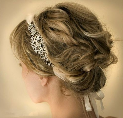18 Pretty Updos For Short Hair: Clever Tricks With A Handful Of Pertaining To Curly Bun Bridal Updos For Shorter Hair (View 6 of 25)