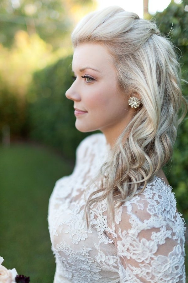 18 Shoulder Length Layered Hairstyles – Crazyforus Regarding Half Up Blonde Ombre Curls Bridal Hairstyles (View 23 of 25)