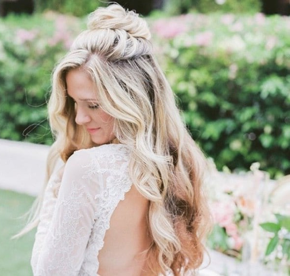 20 Double Tap Worthy Curly Wedding Hair Looks To Copy Now | All Throughout Half Up Blonde Ombre Curls Bridal Hairstyles (View 16 of 25)