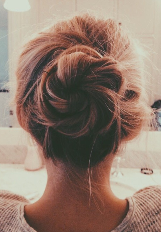 20 Gorgeous Messy Wedding Updos – Pretty Designs Inside Messy Buns Updo Bridal Hairstyles (View 15 of 25)