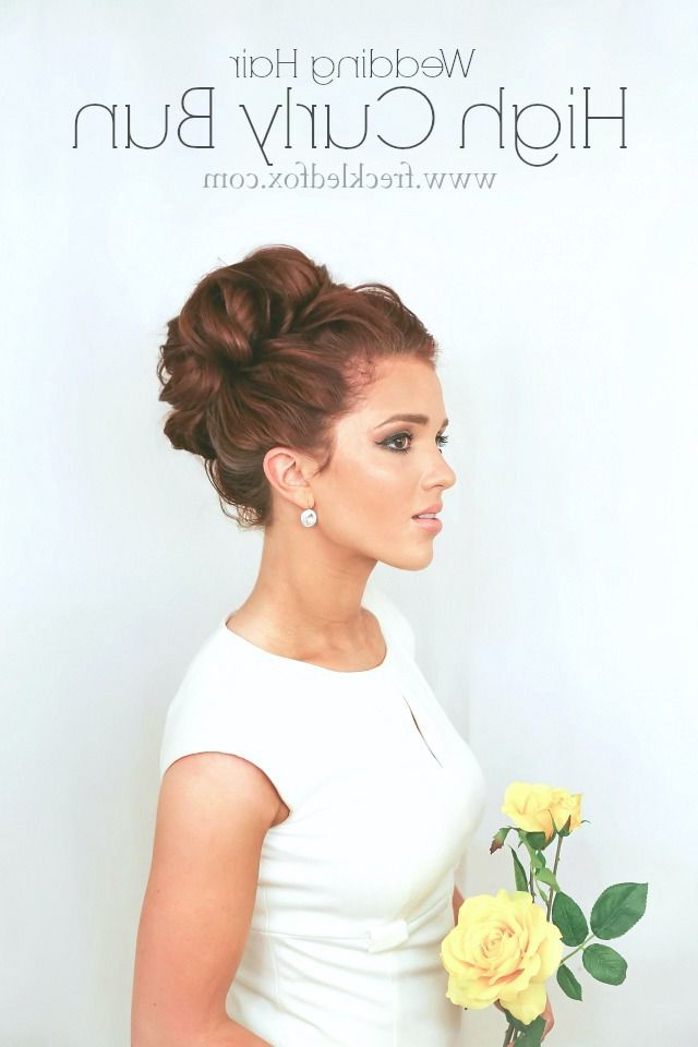 21 Glamorous Wedding Updos For 2019 – Pretty Designs In Curly Bridal Bun Hairstyles With Veil (View 12 of 25)