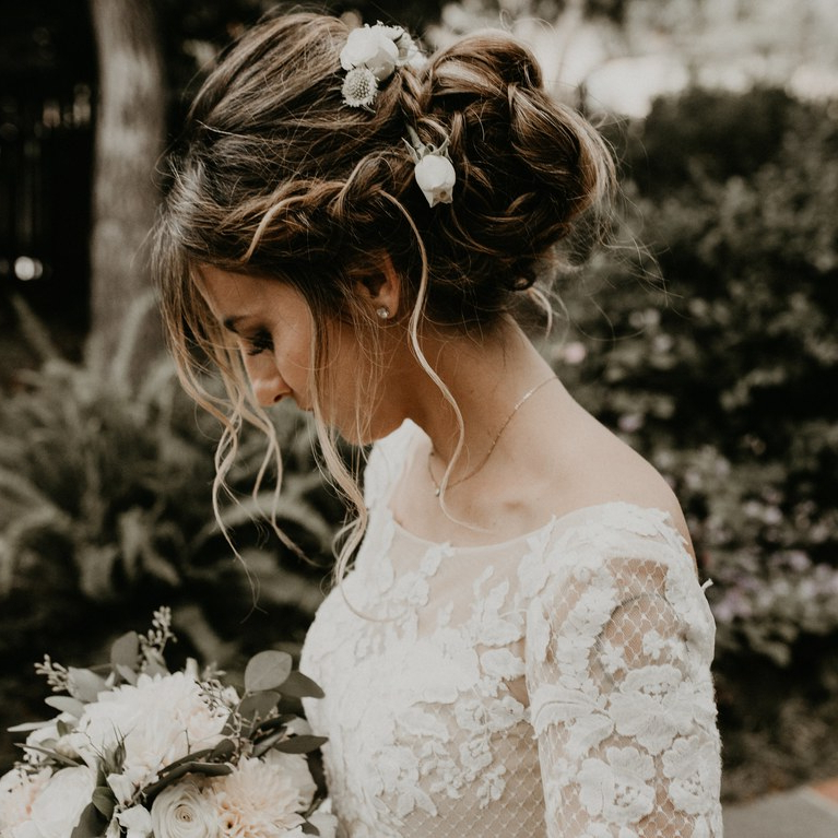 21 Perfectly Imperfect Messy Updos | Brides With Messy Buns Updo Bridal Hairstyles (View 13 of 25)