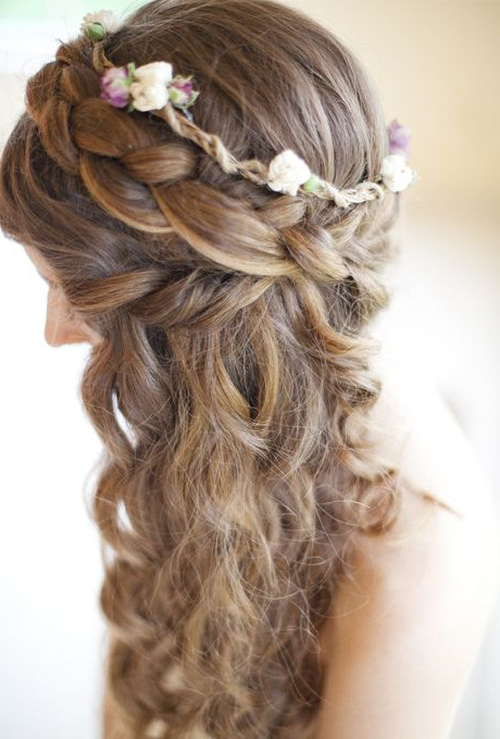 22 Beautiful Wedding Hairstyles For Curly Hair | Styles Weekly Regarding Fabulous Cascade Of Loose Curls Bridal Hairstyles (View 17 of 25)