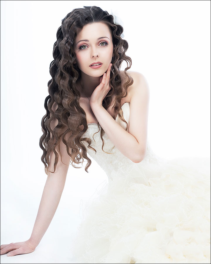 23 Gorgeous Bridal Hairstyles For Curly Hair For Tender Shapely Curls Hairstyles For A Romantic Wedding Look (View 14 of 25)