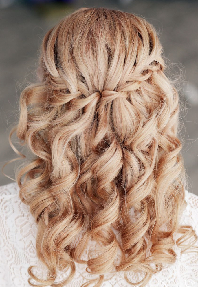 23 Most Elegant And Stylish Bridesmaid Hairstyles – Haircuts In Golden Half Up Half Down Curls Bridal Hairstyles (View 13 of 25)