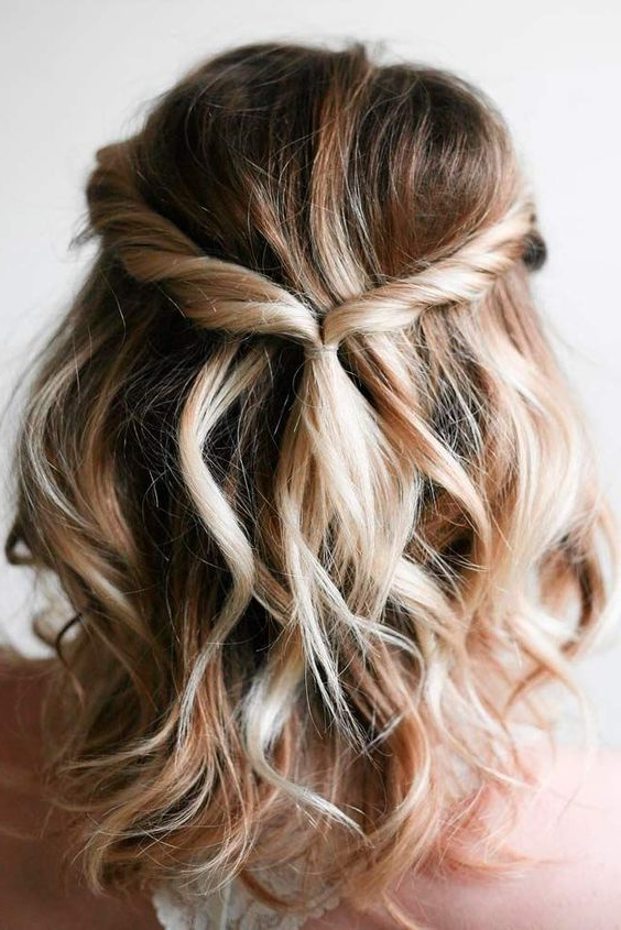 25 Chic Bridesmaids' Hairstyles For Medium Length Hair – Weddingomania Throughout Dimensional Waves In Half Up Wedding Hairstyles (View 20 of 25)