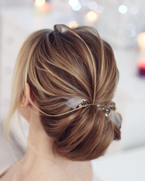 25 Elegant Mother Of The Bride/groom Hairstyles – Weddingomania For Low Messy Bun Hairstyles For Mother Of The Bride (View 6 of 25)