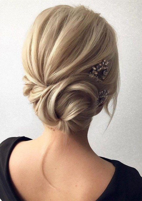 25 Elegant Mother Of The Bride/groom Hairstyles – Weddingomania Throughout Low Messy Bun Hairstyles For Mother Of The Bride (View 8 of 25)