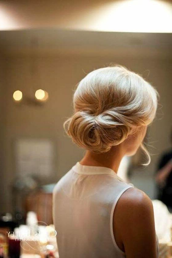 25 Fabulous French Twist Updos: Stunning Hairstyles With Twists With Sleek French Knot Hairstyles With Curls (View 14 of 25)