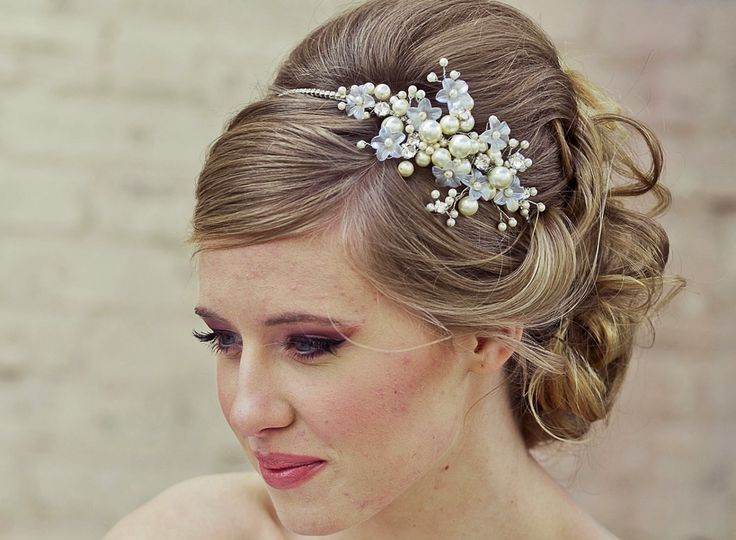 25 Most Coolest Wedding Hairstyles With Headband – Haircuts Throughout Subtle Curls And Bun Hairstyles For Wedding (View 22 of 25)