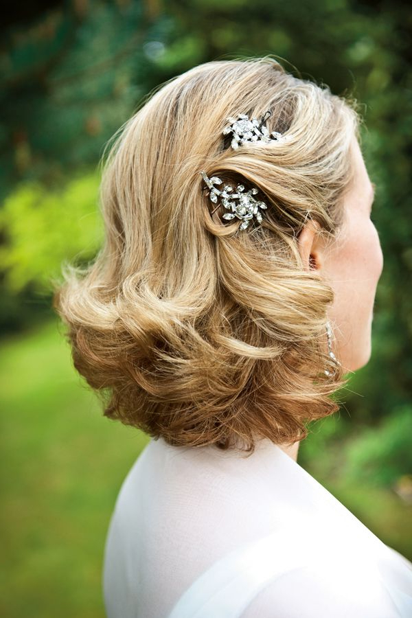 27 Elegant Looking Mother Of The Bride Hairstyles – Haircuts With Regard To Pulled Back Bridal Hairstyles For Short Hair (View 18 of 25)
