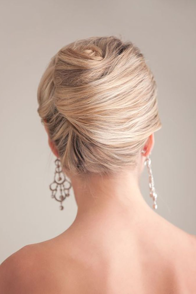 27 Elegant Looking Mother Of The Bride Hairstyles – Haircuts Within Bridal Mid Bun Hairstyles With A Bouffant (View 5 of 25)