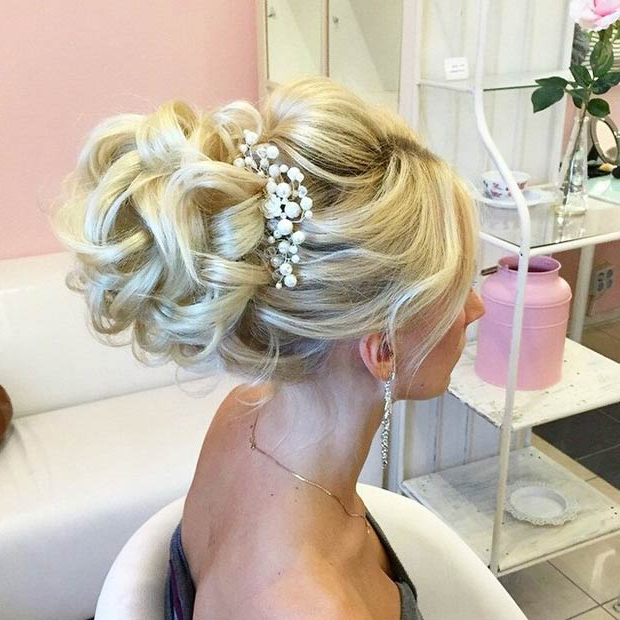 28 Trendy Wedding Hairstyles For Chic Brides – Page 5 – Foliver Blog For Chic And Sophisticated Chignon Hairstyles For Wedding (View 17 of 25)