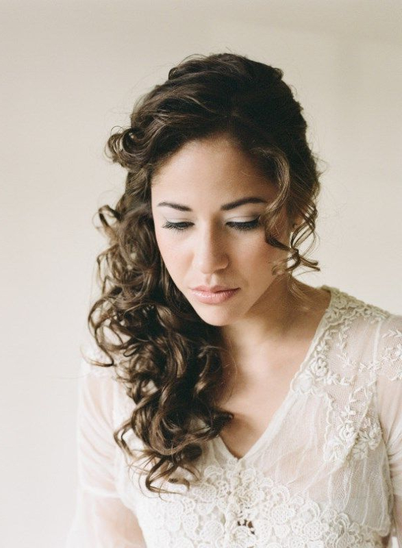 29 Charming Bride's Wedding Hairstyles For Naturally Curly Hair Throughout Naturally Curly Wedding Hairstyles (View 3 of 25)