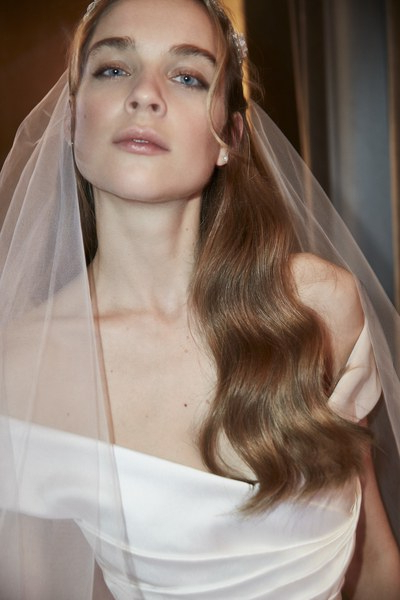 30 Pretty Wedding Hairstyles For Every Hair Length – Glamour Pertaining To Brushed Back Beauty Hairstyles For Wedding (View 19 of 25)