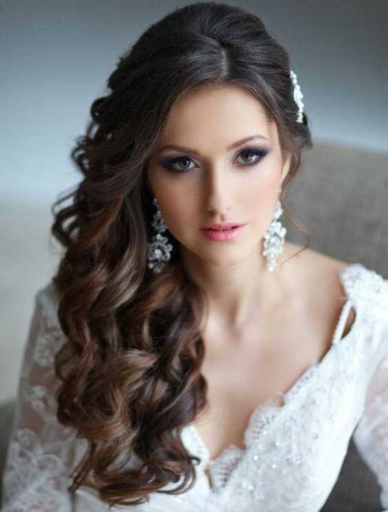 34 Elegant Side Swept Hairstyles You Should Try – Weddingomania Inside Tied Back Ombre Curls Bridal Hairstyles (View 24 of 25)