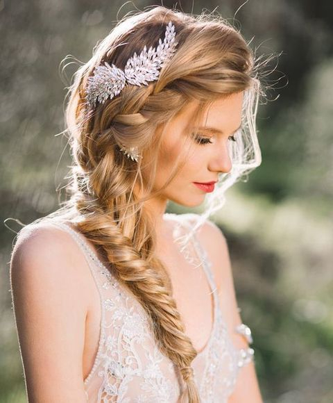 34 Elegant Side Swept Hairstyles You Should Try – Weddingomania Within Highlighted Braided Crown Bridal Hairstyles (View 10 of 25)