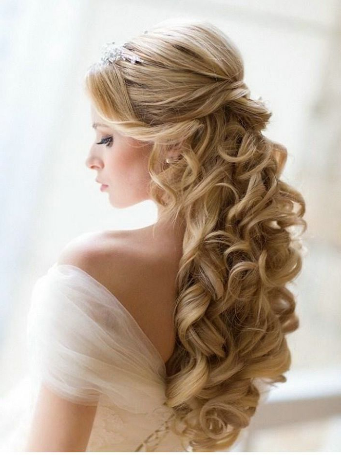 35 Elegant Wedding Hairstyles For Medium Hair – Haircuts Inside Curly Bun Bridal Updos For Shorter Hair (View 13 of 25)
