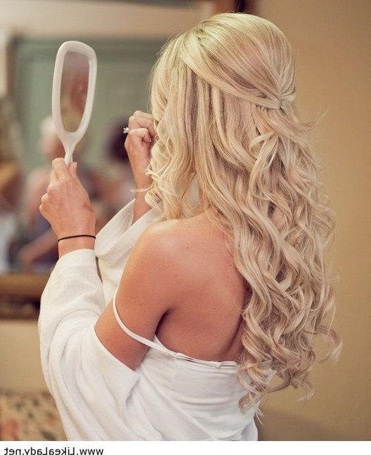 35 Wedding Hairstyles: Discover Next Year's Top Trends For Brides Within Blonde Half Up Bridal Hairstyles With Veil (View 9 of 25)