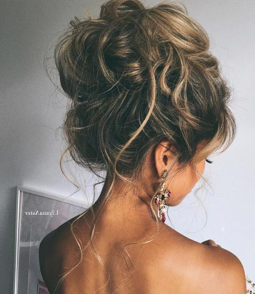 36 Messy Wedding Hair Updos For A Gorgeous Rustic Country Wedding To For Large Bun Wedding Hairstyles With Messy Curls (View 4 of 25)