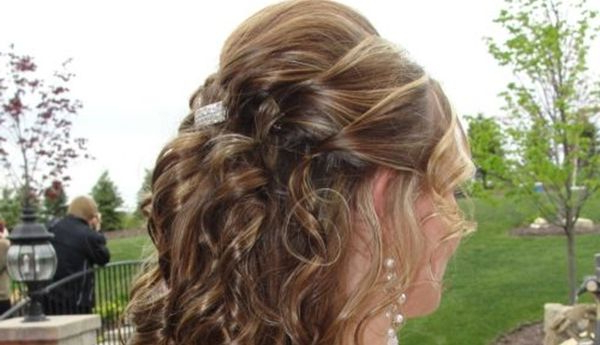 39 Half Up Half Down Hairstyles To Make You Look Perfect In Half Up Blonde Ombre Curls Bridal Hairstyles (View 13 of 25)