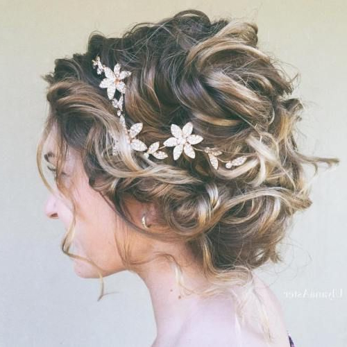 "40 Best Short Wedding Hairstyles That Make You Say ""Wow!"" In 2019 With Regard To Curly Bun Bridal Updos For Shorter Hair (View 9 of 25)"