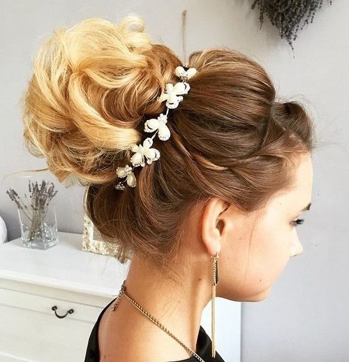40 Chic Wedding Hair Updos For Elegant Brides – Page 34 – Foliver Blog Intended For Bold Blonde Bun Bridal Updos (View 3 of 25)