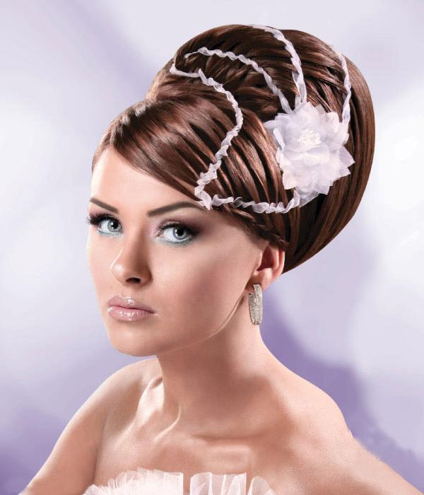 40 Hair Raising Wedding Hairstyles For Long Hair – Slodive For Neat Bridal Hairdos With Headband (View 25 of 25)