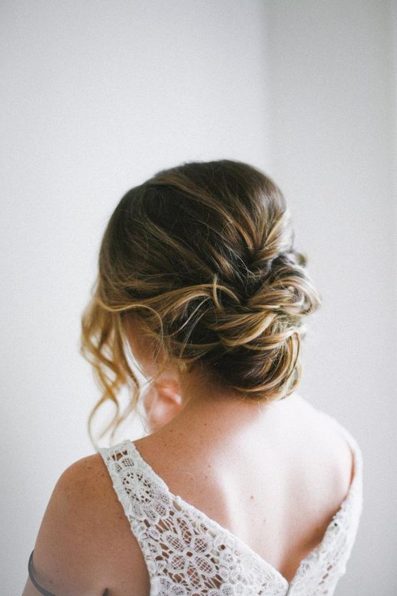 41 Trendy And Chic Messy Wedding Hairstyles – Weddingomania In Airy Curly Updos For Wedding (View 18 of 25)