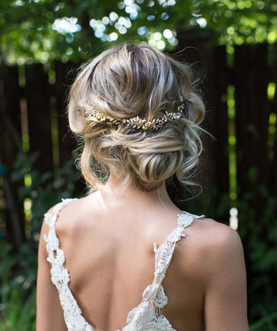 41 Trendy And Chic Messy Wedding Hairstyles – Weddingomania Regarding Soft Wedding Updos With Headband (View 12 of 25)