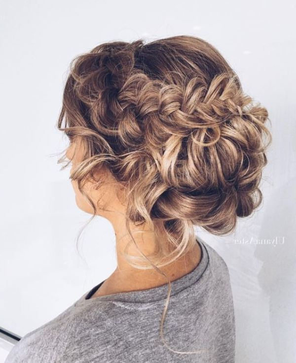 45 Charming Bride's Wedding Hairstyles For Naturally Curly Hair Pertaining To Large Curl Updos For Brides (View 6 of 25)