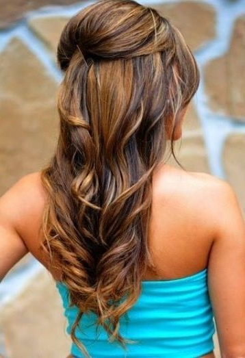 Featured Photo of Loose Curly Half Updo Wedding Hairstyles With Bouffant