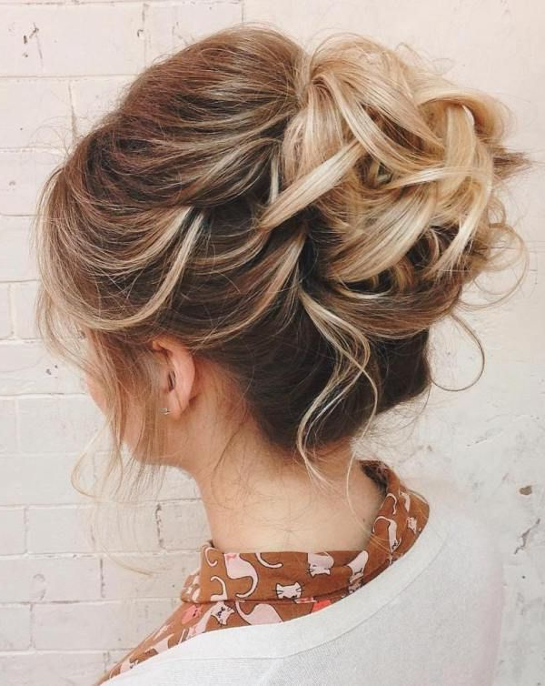 60 Updos For Thin Hair That Score Maximum Style Point | Short For Curly Bun Bridal Updos For Shorter Hair (Gallery 1 of 25)