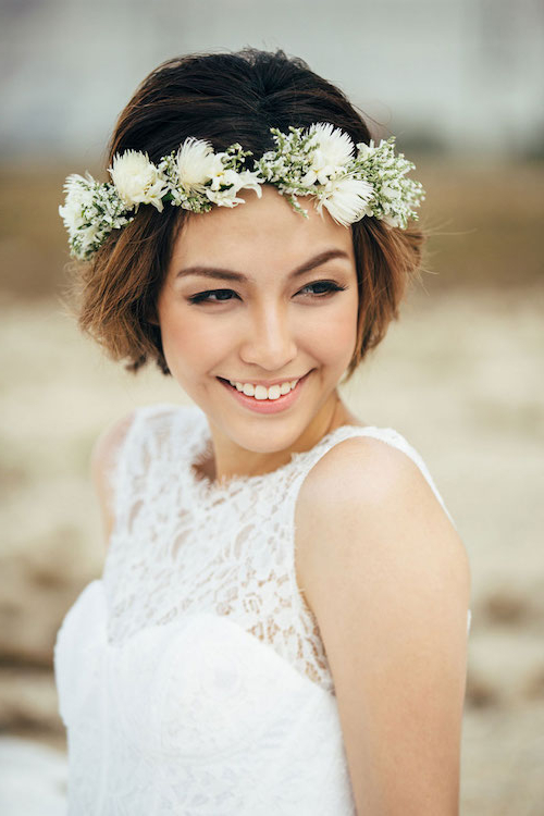 8 Gorgeous Wedding Hairstyles For Brides With Short Hair – Luulla's Blog With Flower Tiara With Short Wavy Hair For Brides (Gallery 3 of 25)