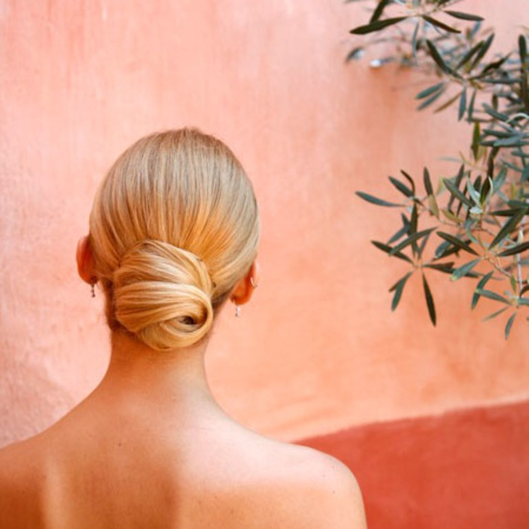 A Sleek And Simple Wedding Hairstyle | Brides With Sleek And Simple Wedding Hairstyles (View 25 of 25)