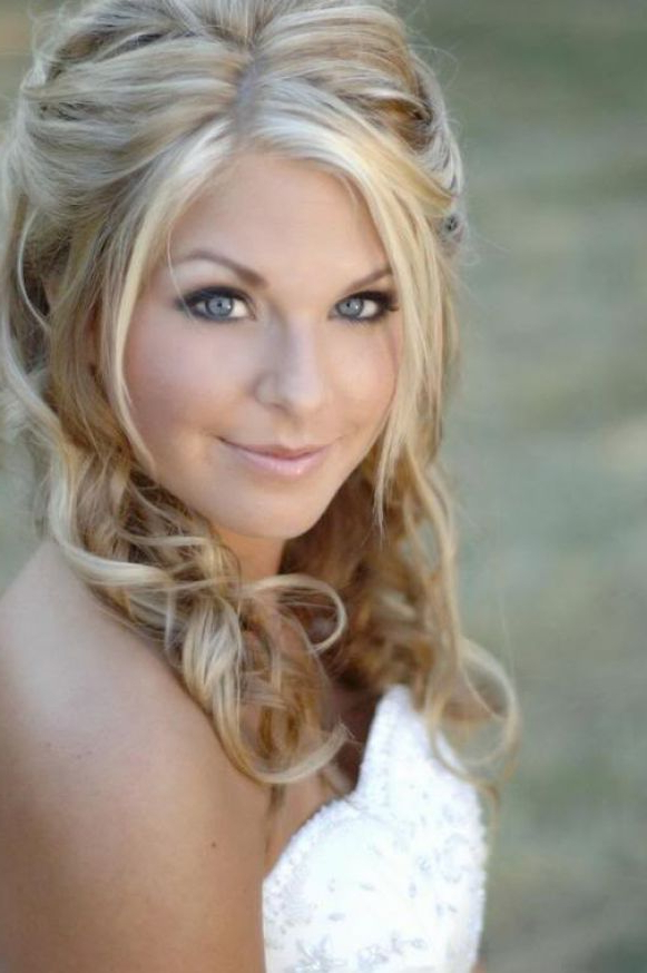 Half Up Half Down Wedding Hairstyles, Best Cuts Ideas Inside Blonde Half Up Bridal Hairstyles With Veil (View 25 of 25)