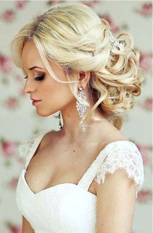 Half Up Half Down Wedding Hairstyles With Veil #2641015 – Weddbook With Regard To Curly Bridal Bun Hairstyles With Veil (View 11 of 25)