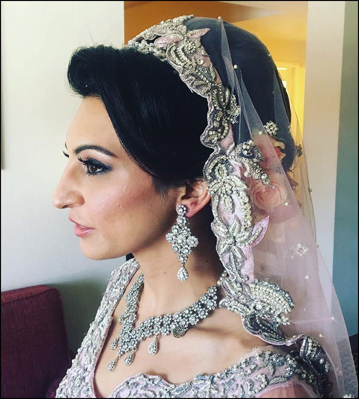 Indian Bridal Hairstyles: The Perfect 16 Wedding Hairdo Pics Regarding Curly Bridal Bun Hairstyles With Veil (View 21 of 25)