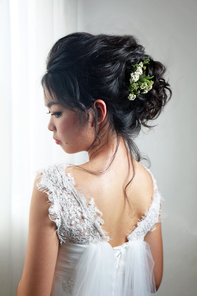 Natural Eyelid Enhancement Makeup Romantic Chic Floral Bridal Updo Inside Romantic Bridal Hairstyles For Natural Hair (View 24 of 25)
