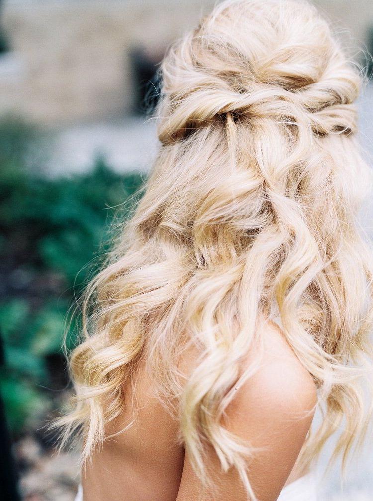 Published ] Organic Black & White Wedding Inspiration | Bridal Regarding White Blonde Twisted Hairdos For Wedding (View 8 of 25)