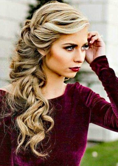 Recogido A Un Lado | Hair And Nails In 2019 | Pinterest | Prom Hair Pertaining To Tender Shapely Curls Hairstyles For A Romantic Wedding Look (View 25 of 25)