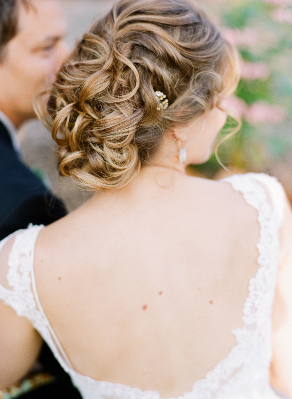 Romantic Messy Loose Curls Wedding Updo With Beaded Pin | Deer Pearl Within Subtle Curls And Bun Hairstyles For Wedding (View 12 of 25)