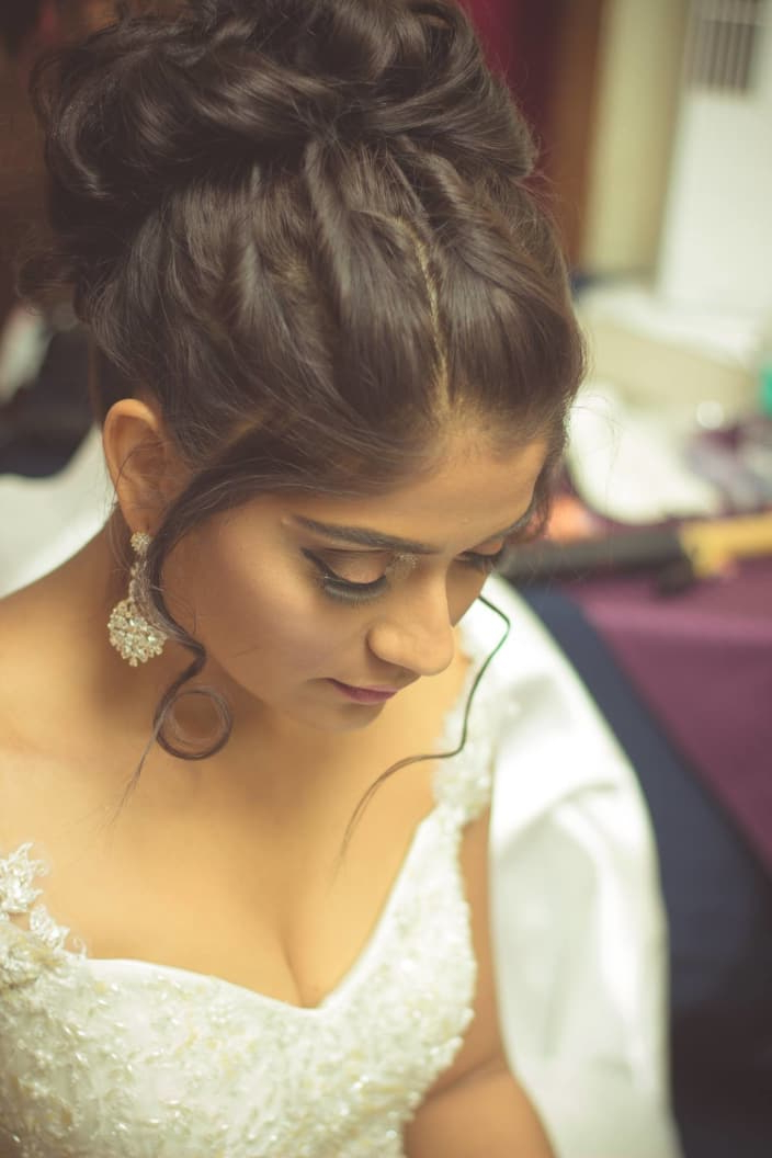 Top Trending Hairstyles For Your Wedding For Curled Bridal Hairstyles With Tendrils (View 9 of 25)