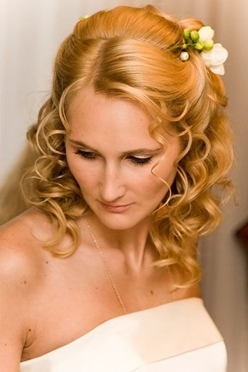 Wedding Hairstyles For Fine Hair Medium Length | Wedding Hairstyles Within Tender Shapely Curls Hairstyles For A Romantic Wedding Look (View 5 of 25)