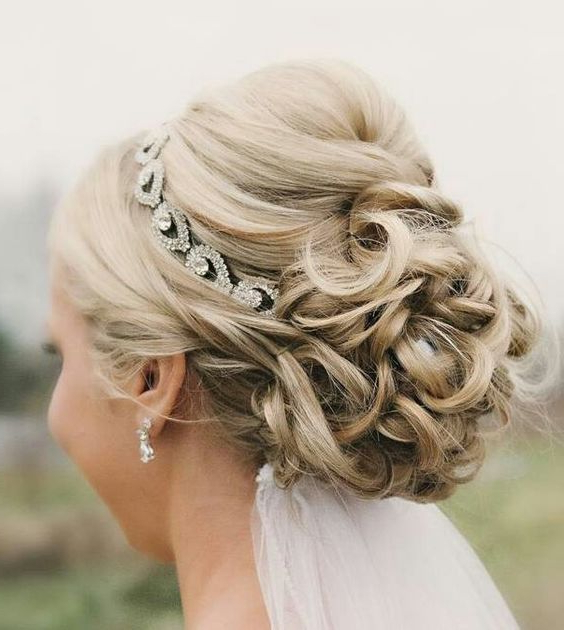 Wedding Hairstyles For Short Hair With Veil And Tiara | Wedding In Curly Bridal Bun Hairstyles With Veil (View 10 of 25)