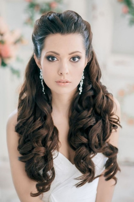 10 Bridal Hairstyles For Curly Hair That Are Perfect For Indian Within Curly Hairstyles For Weddings Long Hair (View 21 of 25)